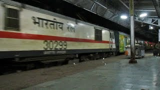 Midnight Show SC Duronto arrives Itarsi while Kerala Announcements at its Best!!