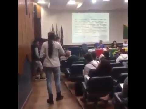 """Venezolana enfrenta a socialistas en Brasil: """"A mi pueblo lo están matando"""""""