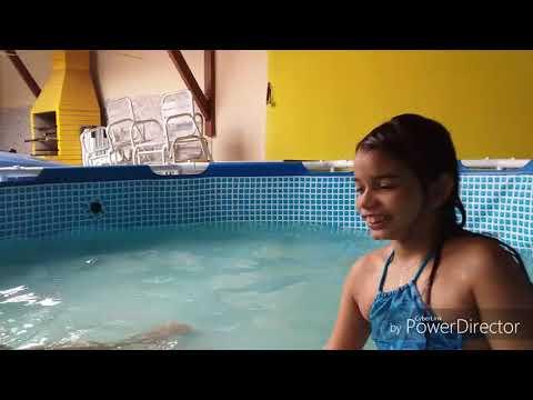 Um dia na piscina na casa da minha amiga