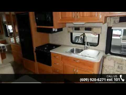 2007 Thor Motor Coach Hurricane 30Q Sofa/Bed, Dinette, Is...