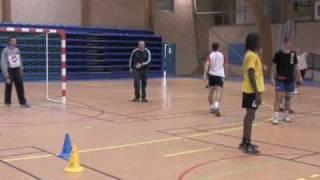 Défendre, attaquer et marquer (Aix Handball)