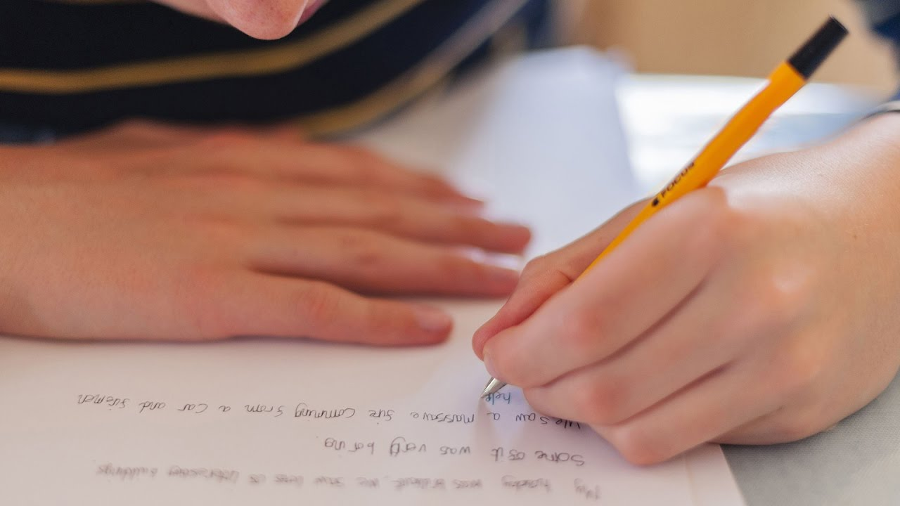 What are the advantages of being left-handed?