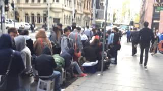 iPhone 6 Sydney Apple Store queue hyperlapse