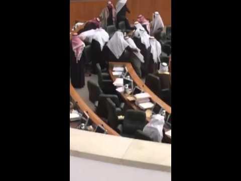 لحظة وفاة النائب الكويتي نبيل الفضل بمجلس الأمة