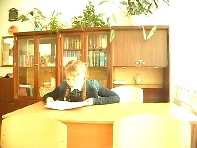 Изображение предпросмотра прочтения – ЕкатеринаКаурцева читает произведение «Хорошее отношение клошадям (Били копыта, пели будто…)» В.В.Маяковского