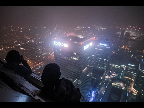 SNEAKING INTO CANARY WHARF (ONE CANADA SQUARE) - 236M