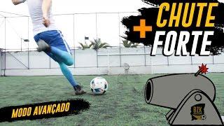 Abatendo futebol para a dor o direita perna