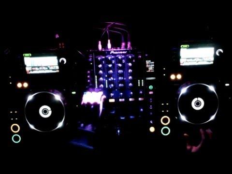 Dj Mateus B . - Performance w/ PIONNER DJM 900 + CDJ 2000 (Deep House / Karmon Tracks)