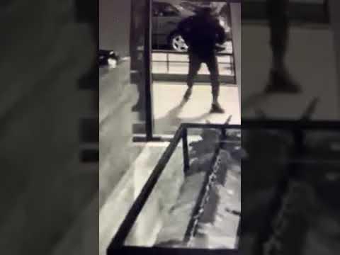 e59136f0b6 Βίντεο από τη διάρρηξη σε κατάστημα ρούχων στην καρδιά του Ωραιοκάστρου. -  Πολίτες Ωραιοκάστρου