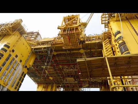 Live: World's largest semi-submersible oil and gas production platform sets off for South China Sea
