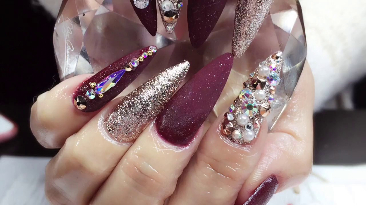 U as vino y rosegold elegantes stileto nails tecnica rusa for Unas con piedras swarovski