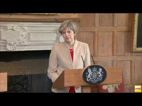 British PM Theresa May and Japanese PM Shinzo Abe hold a press conference on April 29, 2017
