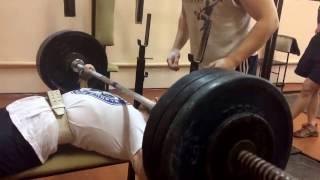 Тренировочный жим лёжа 150 кг, свой вес 76