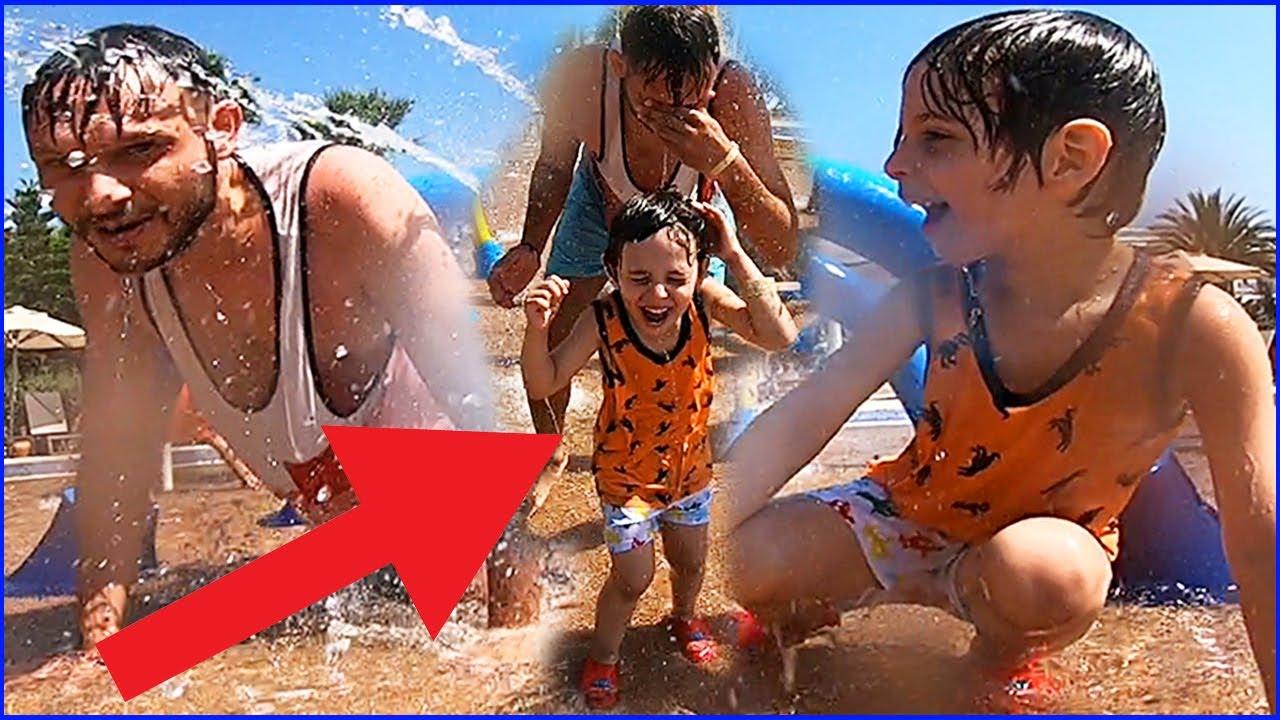 Yankı ve Babası Çocuk Otelinde Çılgın Su Savaşı | Çocuk Videosu | Prens Yankı