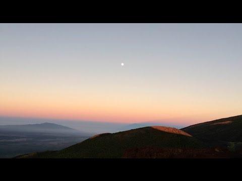 Mauna Media: O Hānau Ka Pō Iā Luna - Maunakea