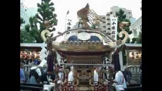 神輿の宮入り。2012年5月27日午後5時25分頃から撮影。国際通りの竜泉交...
