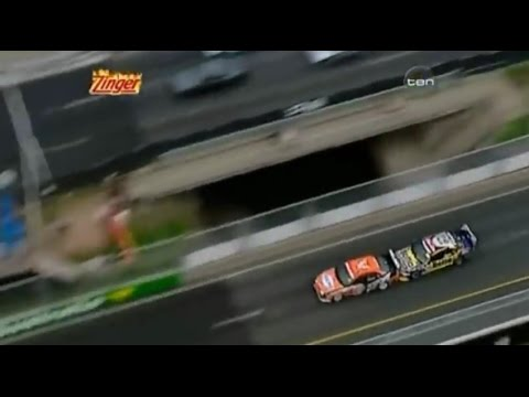 2006 V8 Supercars - Gold Coast - Race 1 - Jason Richards vs Craig Lowndes