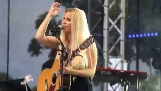 Lisa Miskovsky - Why start a fire (8 augusti 2015, Kalmar Stadsfest)