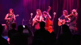 Della Mae \ Wake Up Little Susie \ Port City Music Hall