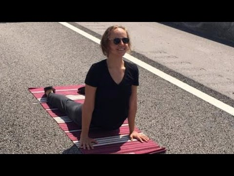 This Woman Did Yoga on the Highway While Stuck in Traffic for 2 Hours