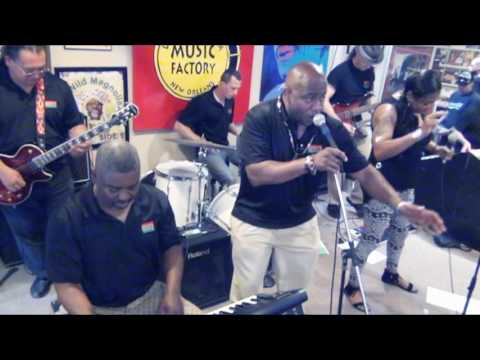 THE REVEALERS @ LOUISIANA MUSIC FACTORY 2017 - RECORD STORE