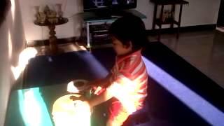 BOCAH 3 TAHUN MAHIR MEMAINKAN ALAT MUSIC KETIPUNG