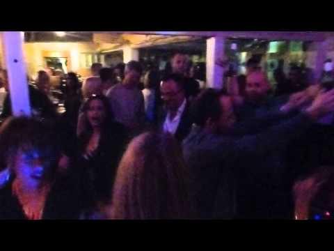 The Royal Oak - Karaoke Night - Everyone having a GOOD TIME!