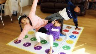 넘어지지마! 라임 가족 올림픽 |웃기는 보드게임 핑크퐁 물감 놀이를 하다! LimeTube & toy review 라임튜브