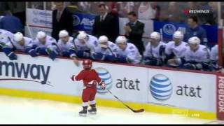 Little Red Wings fan takes victory lap