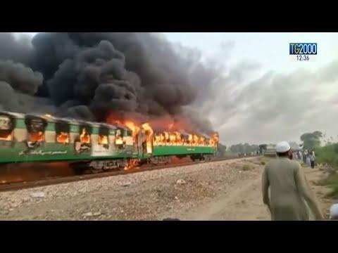 Pakistan, rogo sul treno passeggeri. Decine di morti