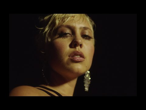 Linae - Right There (Official Video)
