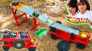 HOT WHEELS TRACK TRUCK ownDownhill Race and Go with Dani and Evan