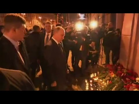 Putin offers floral tribute to metro explosion victims