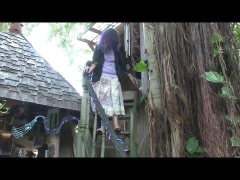 La Pesadilla De La Mujer Que Vive En Un árbol