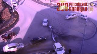 В Оренбурге на перекрестке улиц Пролетарской и Новой столкнулись автомобили «Лада Калина» и «Хонда»