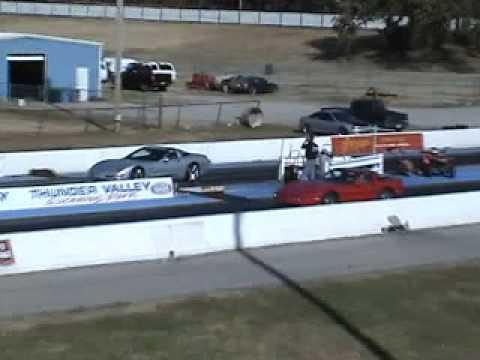 '85 C4 corvette drag racing a '00 C5 Corvette