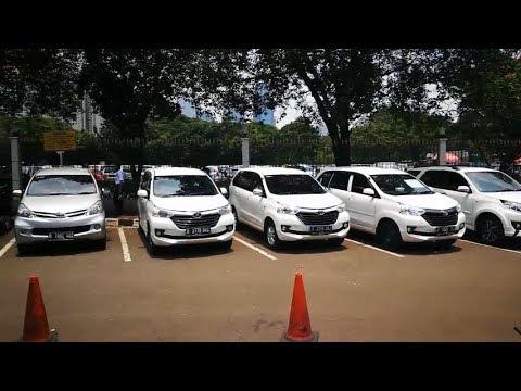 Mobil Lelang KPK Dipamerkan di Halaman Parkir JCC