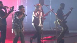 Bruno Mars -  Moonshine + Natalie Live in Seoul