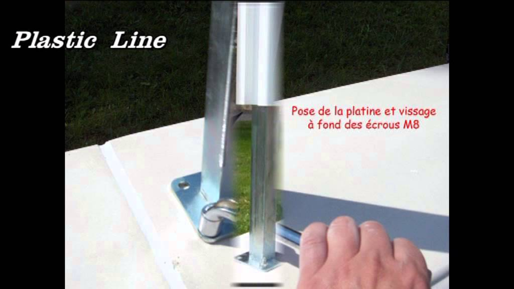 Explication de montage d 39 une cloture pvc youtube - Comment fixer un panier de basket mur ...