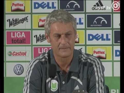 Armin Veh (VfL Wolfsburg) regt sich über die Presse auf