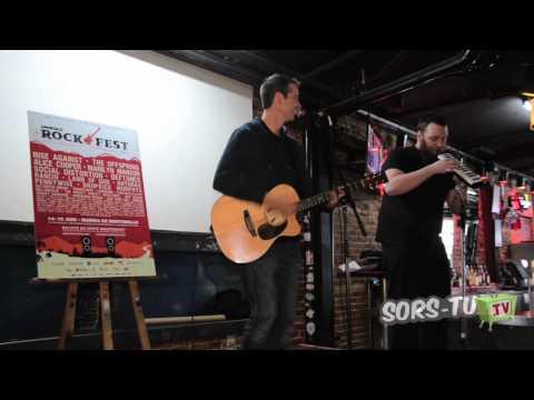 Rockfest de Montebello   Performance de Matt des Planet Smashers   Surfin in Tofino