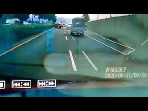 #被yaris逼車 #危險駕駛 #突然變換車道 #面
