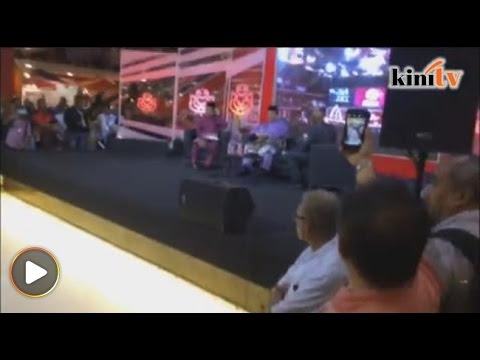 Kecoh...delegasi Umno 'naik angin' halau TV3 di pentas