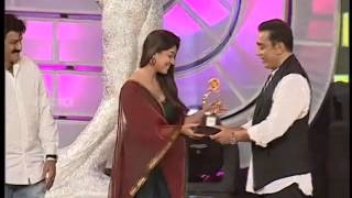Best Actress Award For Telugu Category For Sri Rama Rajyam In Santhosham Awards - Nayathara thumbnail
