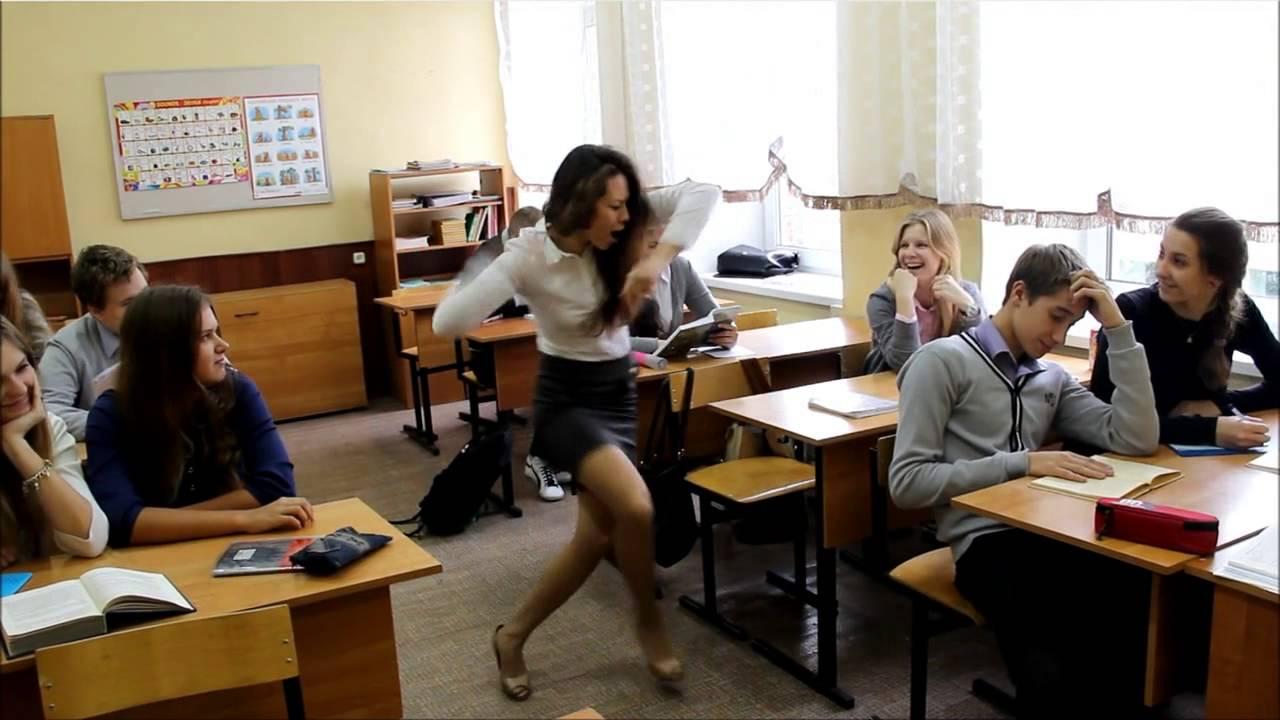Русское видео в классе под партой фото 645-588