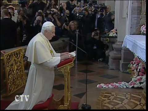 Pope in Czech Republic crowns the Infant Jesus of Prague