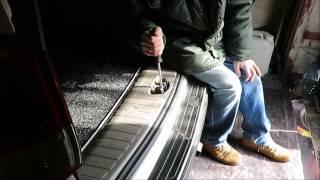 видео Как устранить скрип задней двери в автомобиле