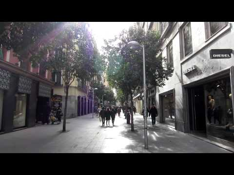 A pie - Calle Fuencarral - Madrid