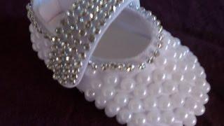 Como customizar sapatinho de bebê com perolas e strass passo a passo