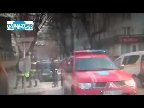 В центре столицы женщина угрожает выброситься из окна 20 02 19
